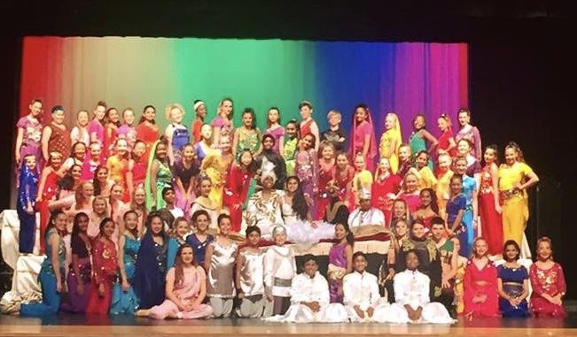 Aladdin Cast Photo 1